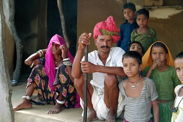 rajasthan-village-family-rajasthan-jewel-in-the-crown-tour