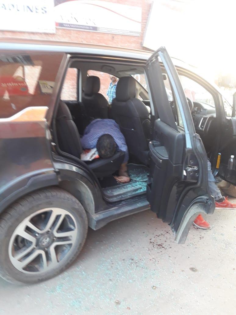 Shujaat Bukhari shot in the car
